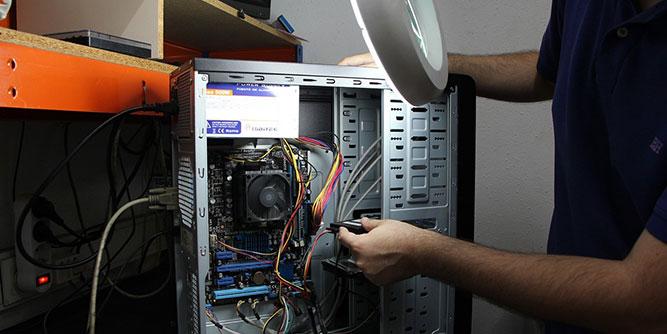 Senior CompuCare slide 3